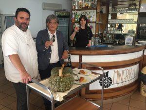 Il giornalista Renato Malaman con Armido Boscolo Camiletto e la moglie Daniela