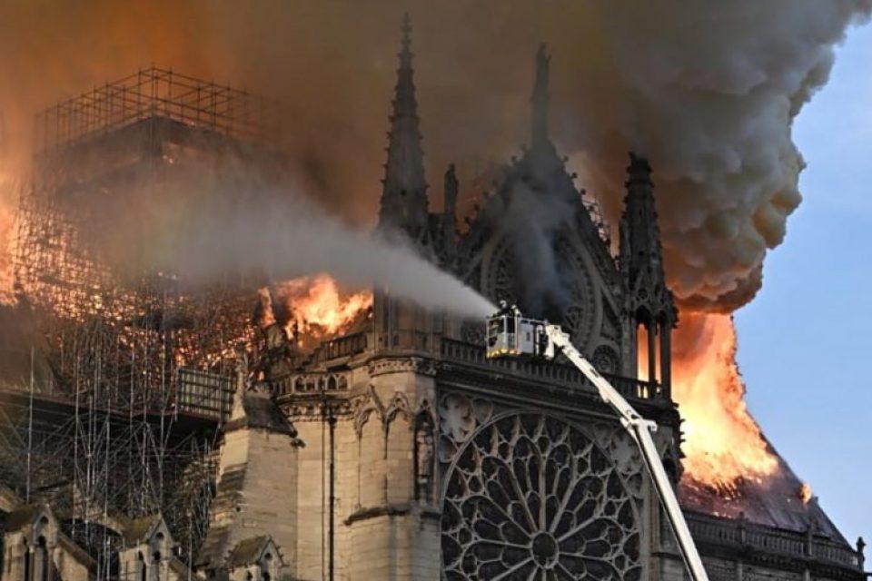 Il fuoco non brucia l'arte, è più spesso l'indifferenza a condannarla